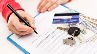 Auto Insurance Card: 5 Reasons to Always Keep It with You